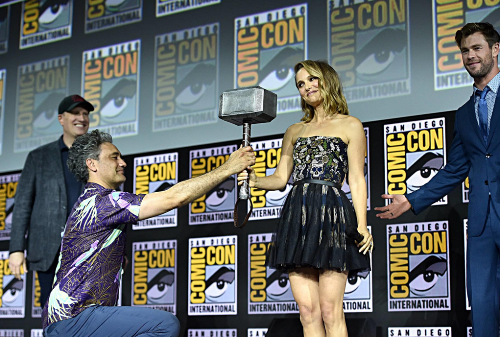 Natalie Portman presented Thors Hammer - an Diego Comic Con 2019