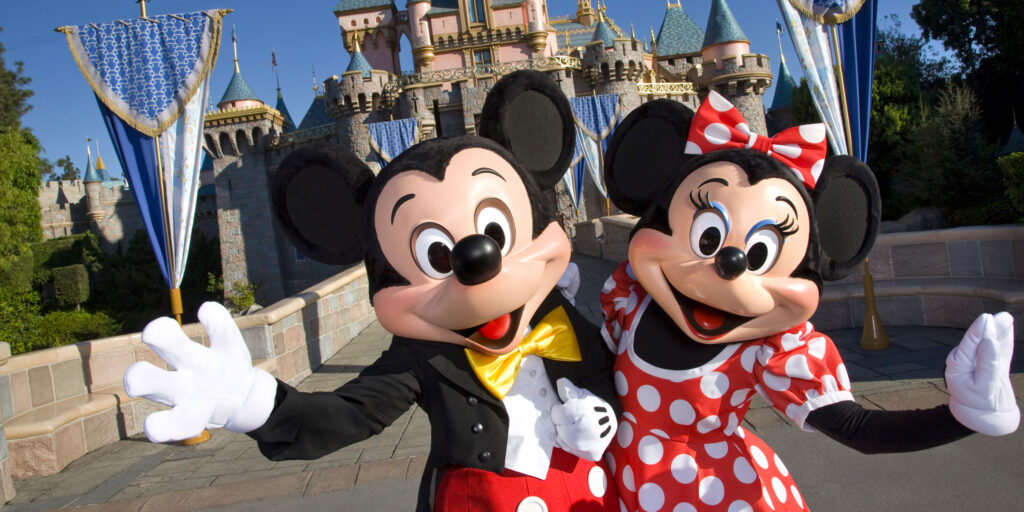 Mickey & Minnie Mouse - Mickey & Minnie The Mice Started It All