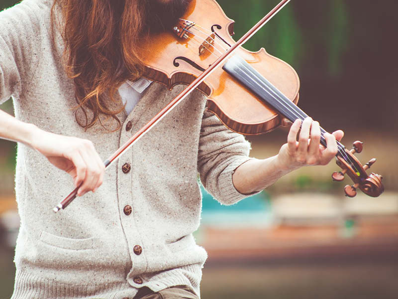 playing-violin