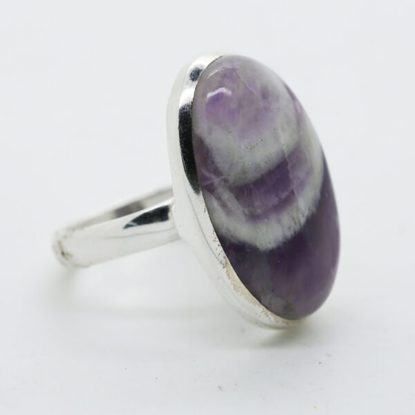 Amethyst Lace Oval-Shaped Ring in Silver