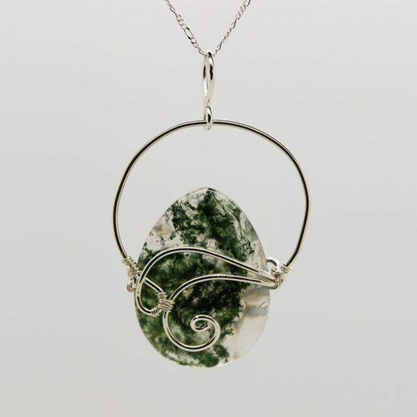 Moss Agate Pear-Shaped Pendant in Silver