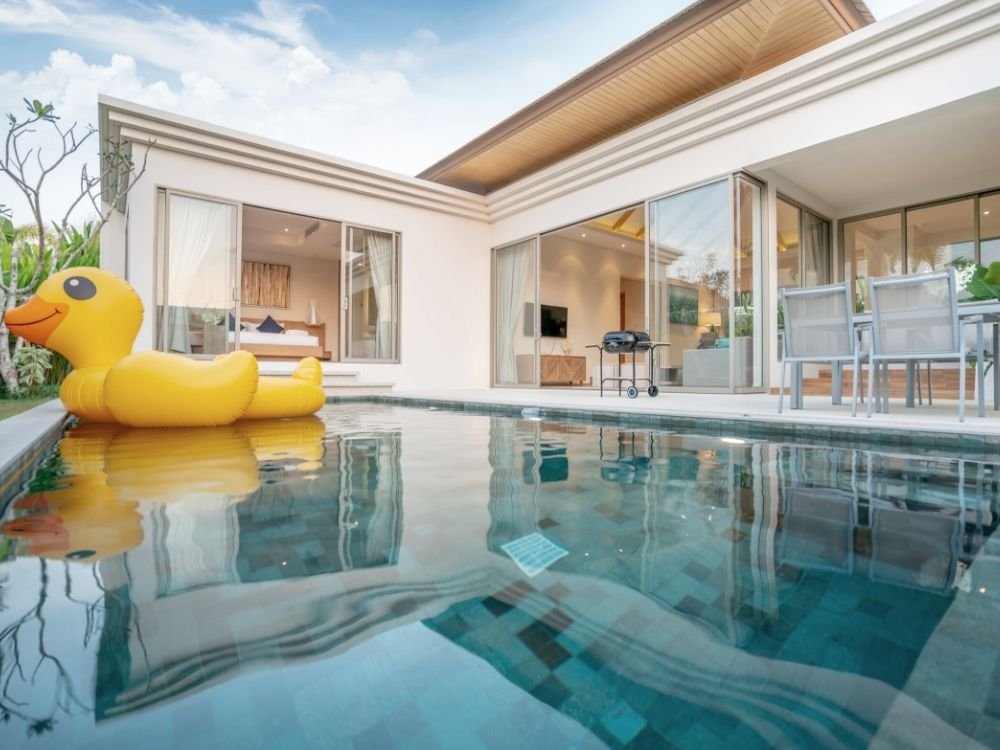 Benefits and Drawbacks of Buying a House With a Pool