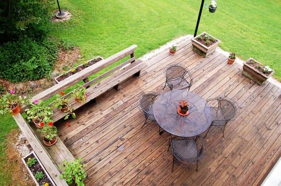 an-ariel-view-of-a-backyard-deck_t20_EnLlo4
