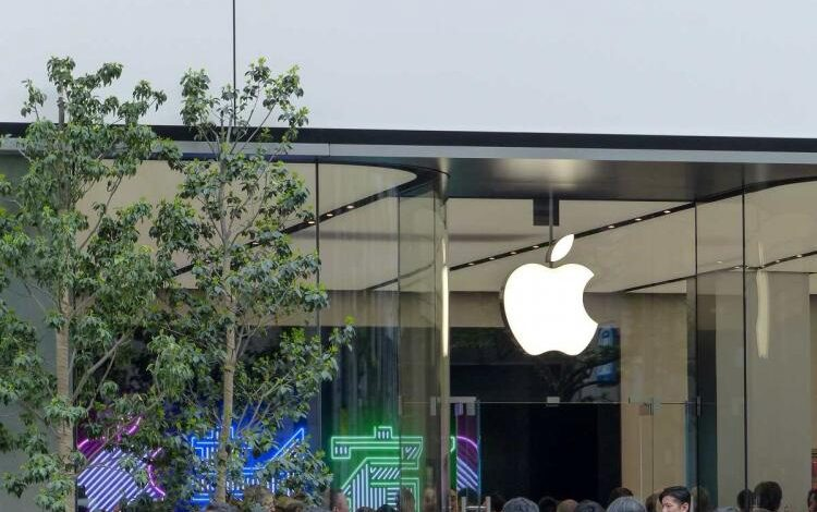 Apple Overtakes Samsung As The Biggest Smartphone Retailer In The World!