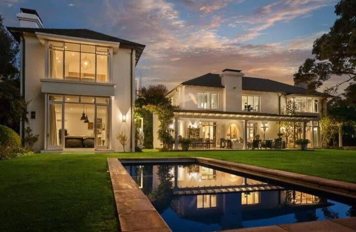 This Classic Contemporary Home In WestCliff Is Selling For R 16 995 000!
