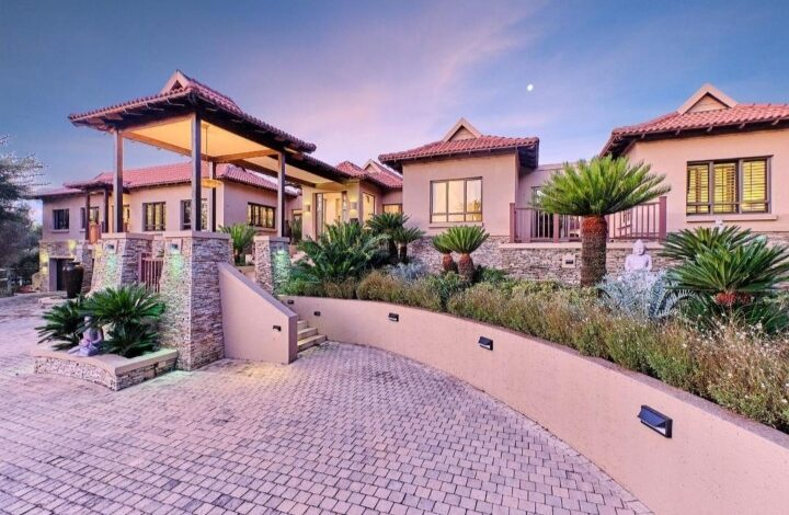 This Contemporary Home In Blair Atholl Golf Estate Is Selling For R16 900 000!