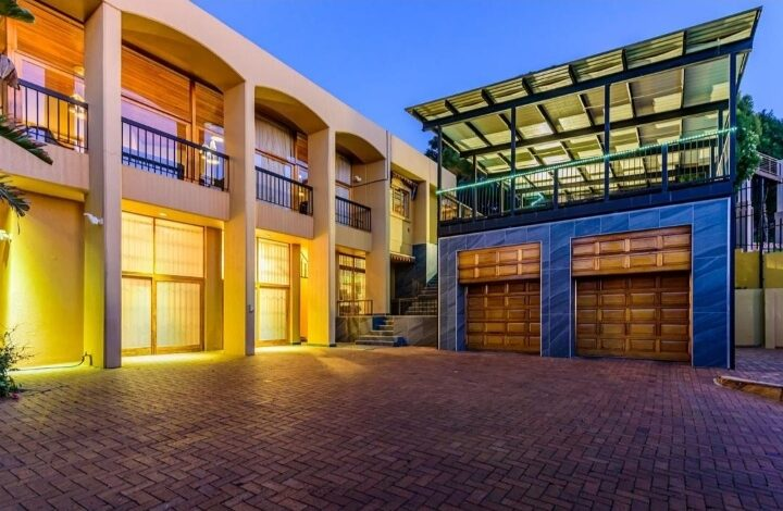 This 5 Bedroom House In Constantia Kloof Is Selling For R 4 995 000!