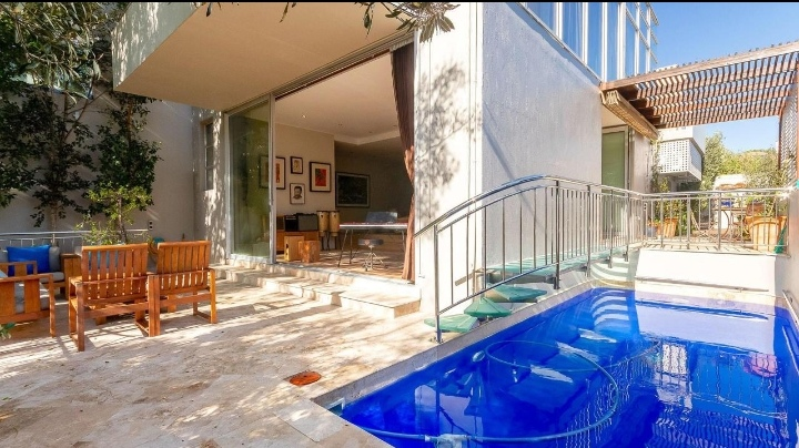 This Luxurious House Is Selling For R 14 850 000!