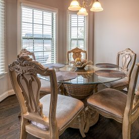 dining-table-with-chairs-3958948