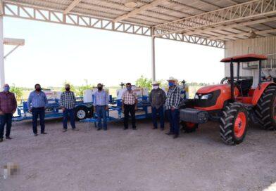 Autoridades entregan equipo agrícola a productores de Salvador Alvarado