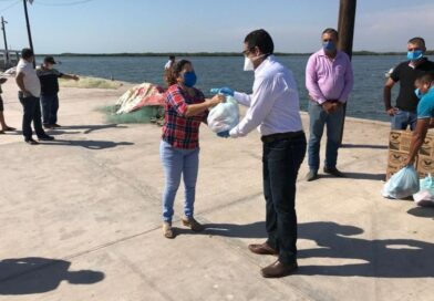 Habitantes de Dautillos reciben ayuda alimenticia del PRI