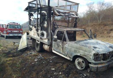 Se quema camioneta cargada con verduras