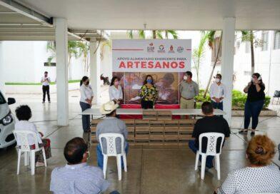 Entregan despensas a artesanos de Salvador Alvarado