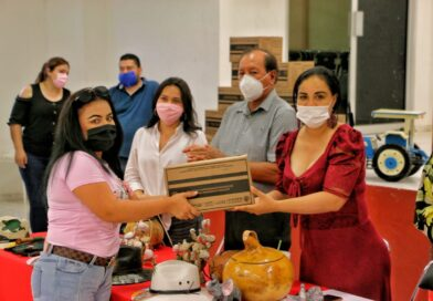 Artesanos angosturenses reciben apoyos alimenticios