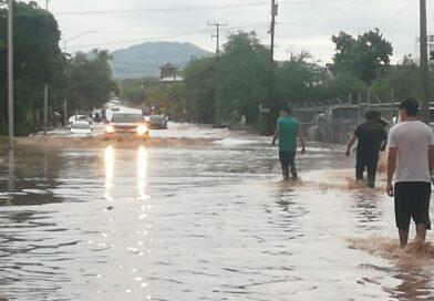 Casas inundadas, carros arrastrados por la corriente y hundimientos en la Ferrocarril por lluvia
