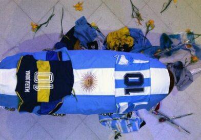 Empleados de funeraria se toman foto con el cadáver de Maradona y difunden el contenido