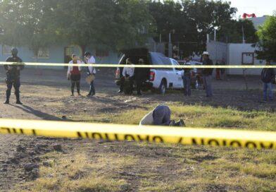 Quedó hincado al ser asesinado un hombre en Guamúchil