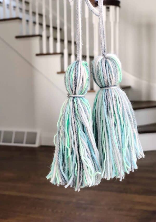How to Make a Tassel with Yarn – in 5 Minutes