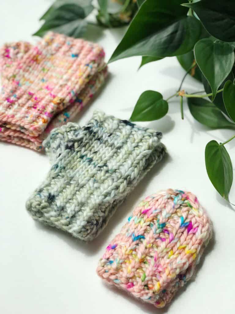 Baby, kids and adults fingerless mitten pattern. Free knitting pattern