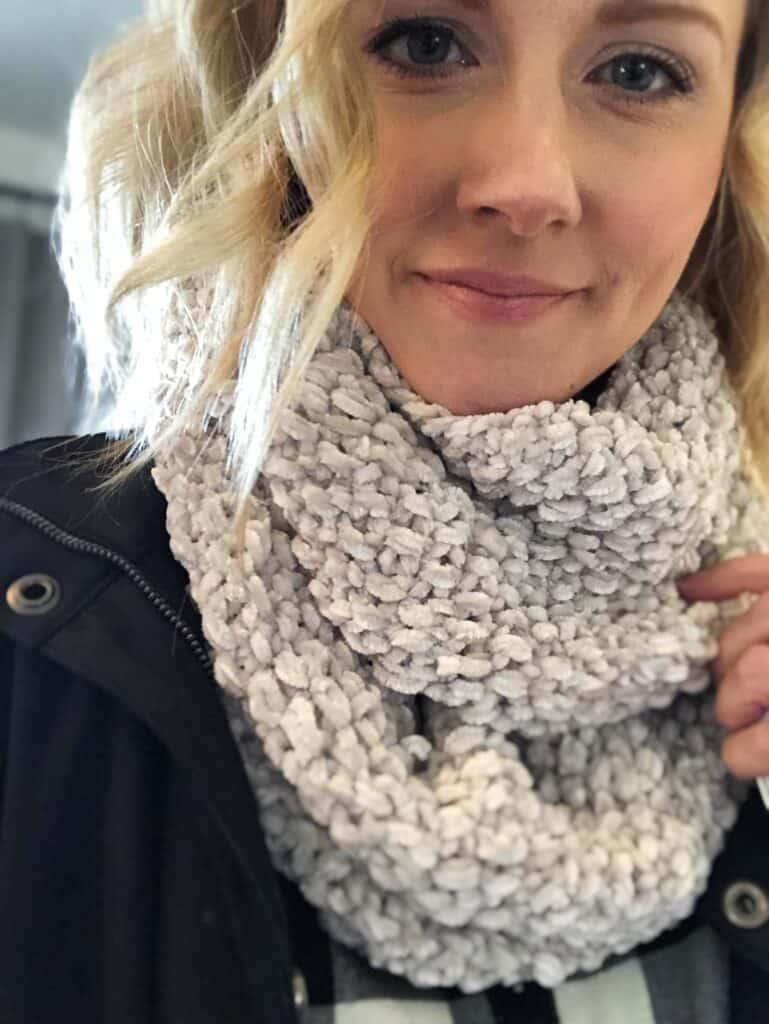 Velvet yarn free knitting pattern. Beginning knitting pattern.
