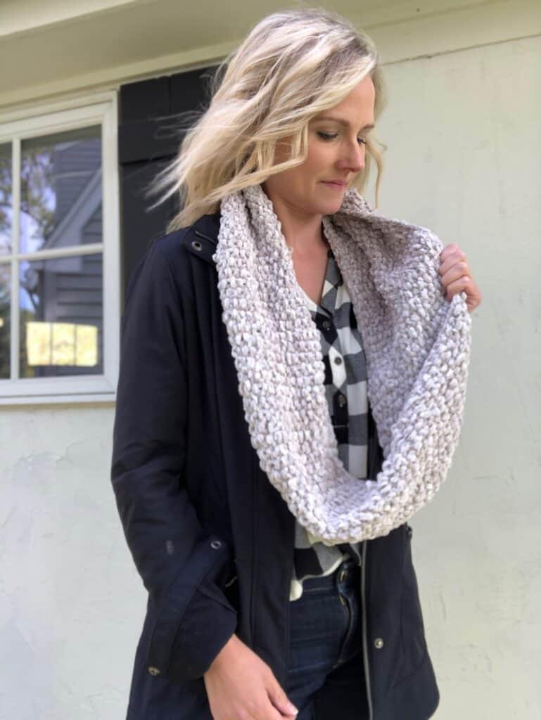 Beginner Cowl Knitting Pattern - free knitting pattern using velvet yarn.