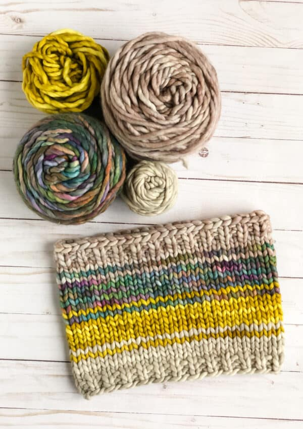 Snippet Cowl –  Free Chunky Cowl Knitting Pattern