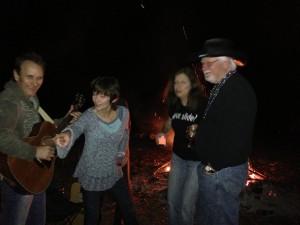 Nashville musicians Chuck Jones and Lari White (left) singing at The Shoe Burnin'.