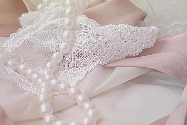 How To Choose The Best Bridal Party Dress Fabric