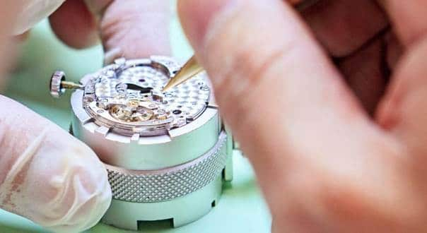 Guide On How To Spot a Fake Rolex - Real Vs Fake Rolex Watches