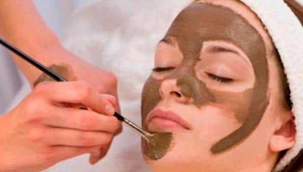 apply Oatmeal - Cocoa Face Mask twice a week to get glowing skin