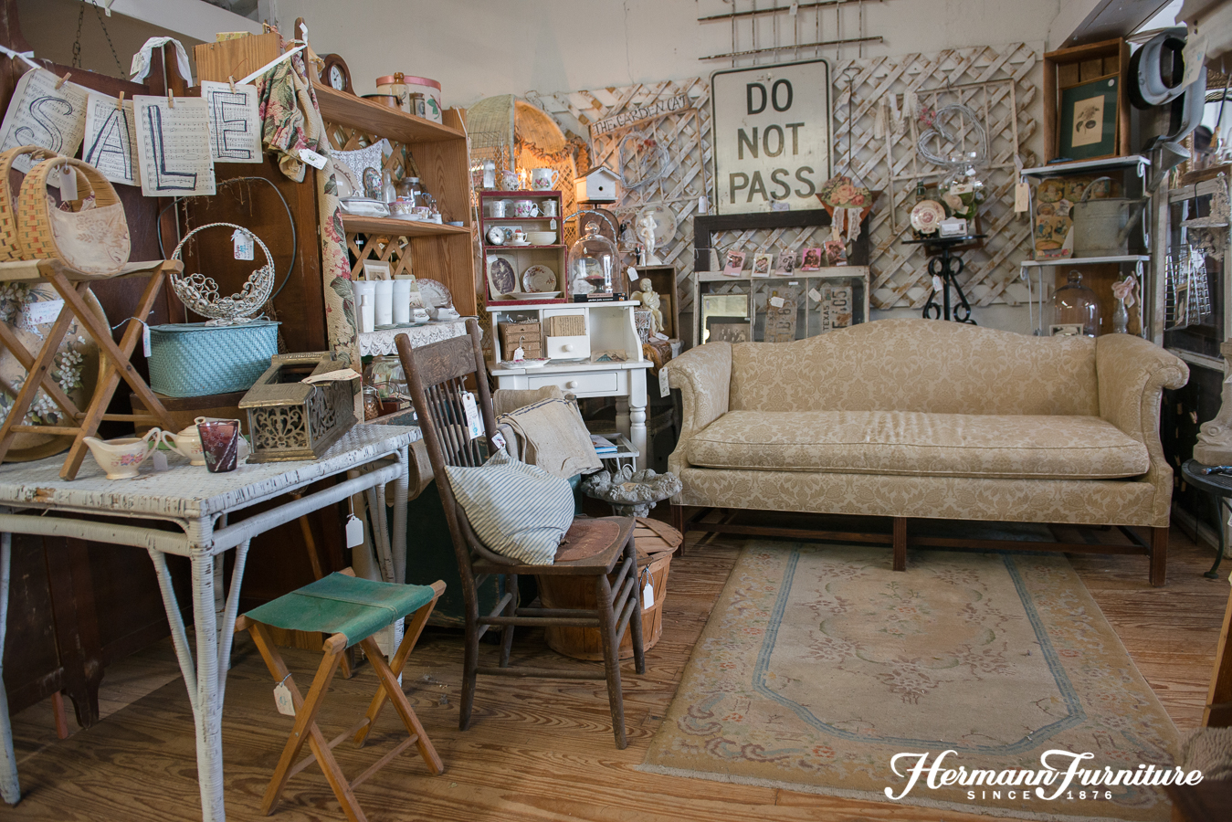 Ordinaire Thirty Dealers Fill 6,000 Square Feet With Treasures Ranging From  Primitives To Fine Furniture. Our Ever Changing Selection Includes  Something For Every ...