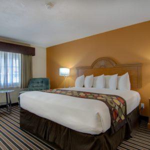 top hotel near clinton mo