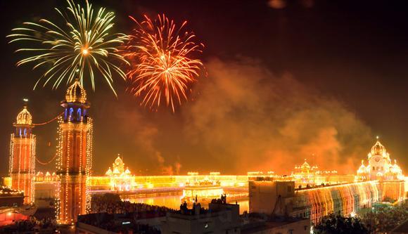 Fireworks, LED lighting mark 'Bandi Chhor Diwas', Diwali at Golden Temple