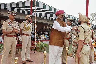 GOVERNOR ASKS PUNJAB POLICE TO GEAR UP FOR MEETING CHALLENGE OF CYBERCRIME   RECALLS MARVELOUS SERVICE RENDERED BY PUNJAB POLICE DURING BLACK DAYS OF TERRORISM    PRESIDES OVER A FUNCTION TO MARK PASSING OUT PARADE AND INVESTITURE CEREMONY IN PPA PHILLAUR