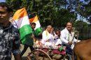 पेट्रोल व डीजल की बढ़ती कीमतों को लेक र रायपुर में कांग्रेस का विरोध प्रदर्शन