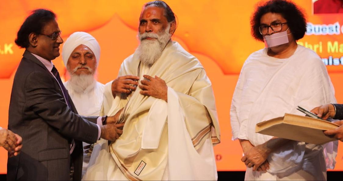 राष्ट्रपति भवन मॉरिशस में स्वामी ज्ञानानंद जी महाराज एवं जीओ गीता डेलिगेशन को किया सम्मानित