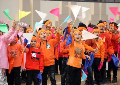 CT Kindergarten kids participate in butterfly and flower races