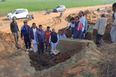 राता माइनर से गांव के जोहड़ के लिए दबाई गई पाइप लाइन की खामियों को लेकर ग्रामीणों ने जताया रोष