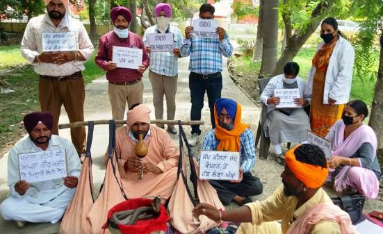Rural Pharmacy Officers protest enters 47th day, novel protest to draw govt's attention