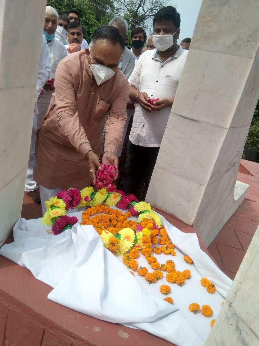 20 लाख रुपये की लागत से स्थापित करवायेंगे शहीद स्मारक: राजीव जैन