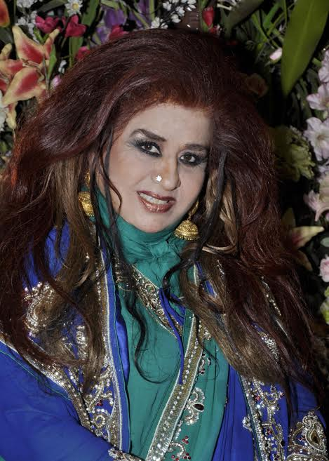 लिपस्टिक से सुंदरता--शहनाज़ हुसैन