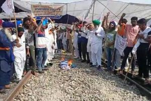 Farmers protest continue on 7th day on railway tracks
