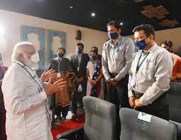 प्रधानमंत्री ने हैदराबाद में भारत बायोटेक सुविधा का दौरा किया
