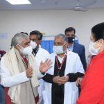 केंद्रीय स्वास्थ्य राज्य मंत्री  ने डॉ राम मनोहर लोहिया अस्पताल में टीकाकरण कराने वाले स्वास्थ्य कर्मियों से मुलाकात की