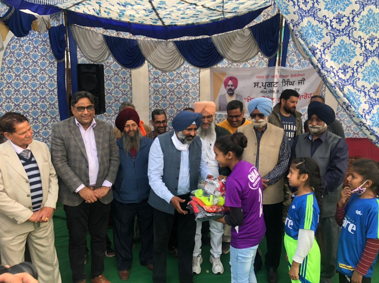 Pargat SinghMLA hands over 100 sports kits at Jamsher Football Ground