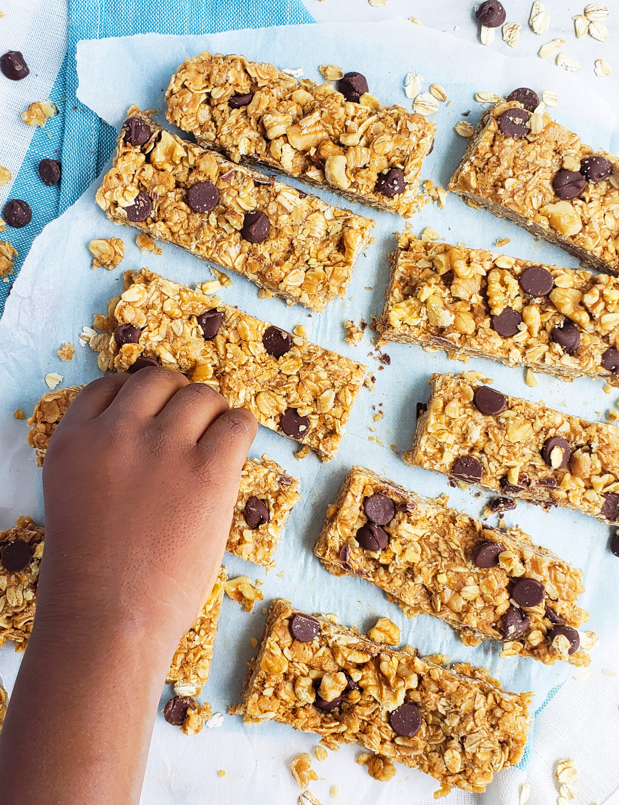 Chocolate, peanut butter, oats, Rice Krispies and honey are some of the great ingredients that make these delicious Chewy Nutty Crispy Rice Granola Bars. They are the perfect after school snack. Littleeatsandthings.com