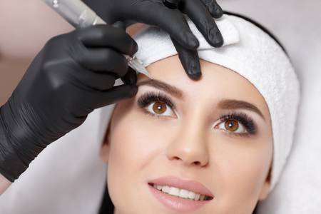 67276246-permanent-makeup-permanent-tattooing-of-eyebrows-cosmetologist-applying-permanent-make-up-on-eyebrow