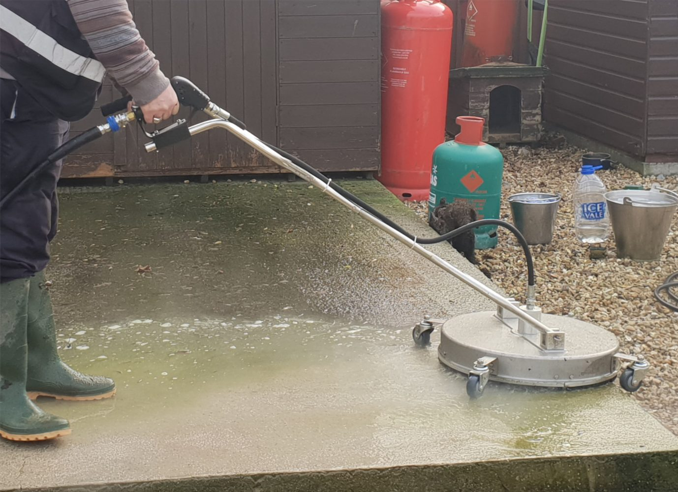 Advantages of using a industrial deck cleaner