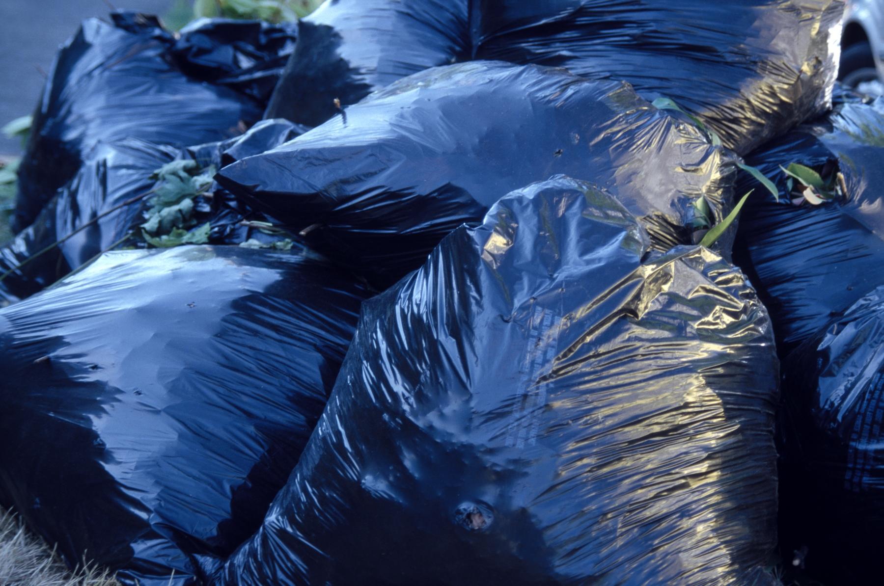 H trash bags black - med