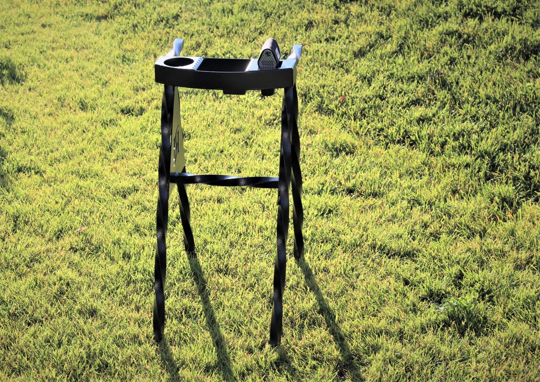 Twisted A-frame Bag Stand -ROLLING HILLS